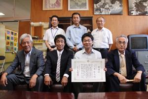 わかやま新報:和歌山市が<b>東組</b>に功労表彰[和歌山]