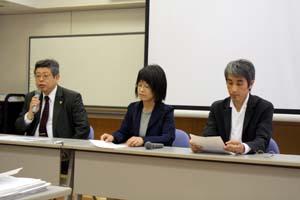 会見に応じる豊田さん、八木さん、橋本さん(左から) - 市民団体が地裁新築で要望書