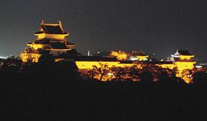 和歌山城がオレンジ色に