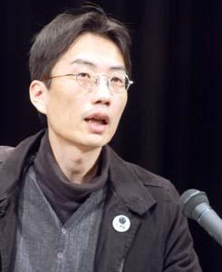 「社会の改革が必要」と訴える湯浅さん - 反貧困活動家の湯浅さんが講演