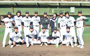 準優勝したレイズのメンバー - 神風がサヨナラV、W―1軟式野球