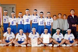 男子5連覇を飾った明和 - 明和男子が5連覇 中学バレーボール選手権