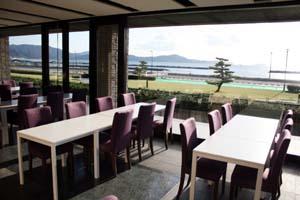 風光明媚な景色が望める店内 - 3年ぶりにレストラン開店 片男波万葉館