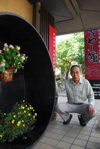 漆器のまちのシンボル 精製師の三木さん寄贈