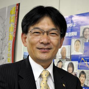 桐蔭第32期生同窓会の山﨑忠寛幹事長