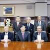 知事室で(前列右から)寺岡さん、木下さん、仁坂知事、川崎さん