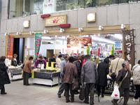観光客や住民でにぎわう 「ひろしま夢ぷらざ」 (広島市中区本通8)