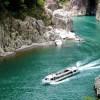 瀞峡を巡るウオータージェット船