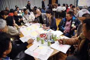漁師や住民ら約60人が参加したワークショップ(24日、加太総合交流センター)