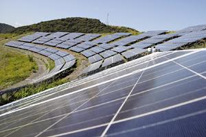完成したコスモパーク加太太陽光発電所