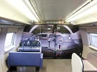 子ども向けの疑似運転台が設置された山陽新幹線の車内