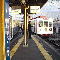 伊太祈曽駅に入線するいちご電車
