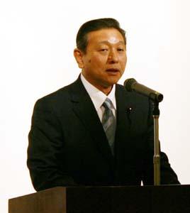 新代表に選出された角田県議