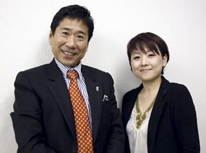 新たなスタートを誓う貴志さん㊨と田中社長