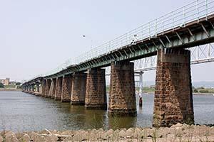 架け替えが予定されている河西橋