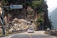 「白見の滝」(熊野交通白見バス停付近)