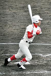 3回、右越えに先制の2塁打を放つ田中