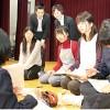 演技について話し合う部員たち。後列は土居さん㊧と伊藤さん
