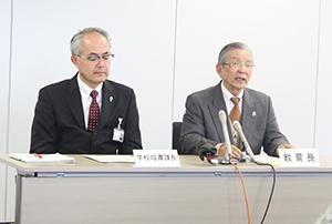 発表する西下教育長㊨と田村光穂学校指導課長