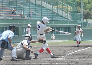 3回、左中間に先制の2塁打を放つ長