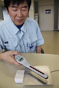液晶画面で静電気をすぐに確認できる新装置