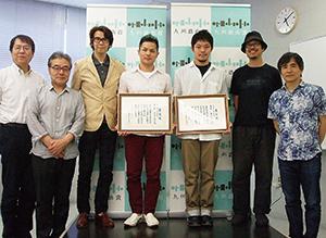 九州戯曲賞に選ばれた木下さん=右から3人目=(事務局提供)
