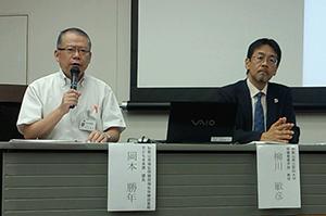 事業内容を説明する柳川教授㊨と岡本課長