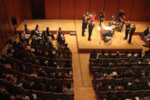 美しい演奏を披露する新イタリア合奏団
