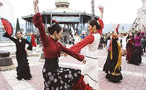 「フェリア・デ・セビジャーナス」の踊り