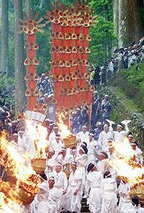 那智の扇祭り(県教委提供)