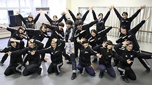 「一緒に踊ろう!」と生徒たち