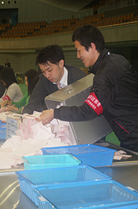 和歌山市選挙区の開票作業(和歌山ビッグホエール)