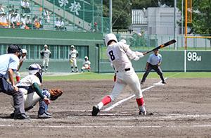 7回、1死3塁から左前に適時打を放つ野口(智弁)