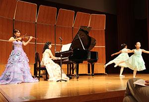 バイオリンに合わせたバレエの発表も