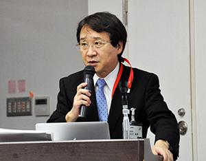 臨床試験の成果を説明する古川教授