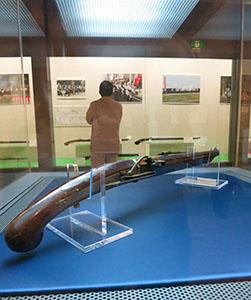 展示されている火縄式鉄砲