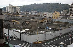 撤去作業が進められている旧市民病院跡地