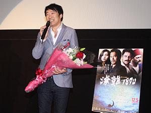 観客に感謝の言葉を伝える田中監督
