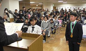 県知事賞を受賞した西脇君㊨と新宅さん