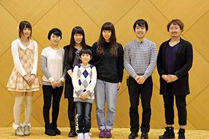 会見に臨んだ藤村監督(右から3人目)、小杉さん㊧ら
