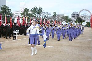 カラーガード隊と消防音楽隊がパレード(和歌山市)