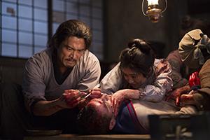 医師を演じ、優秀主演男優賞に輝いた内野聖陽㊧(©2015Ertugrul Film Partners)