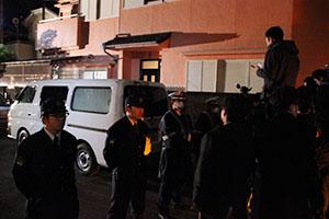 小学生殺害事件で行われた深夜の家宅捜索(昨年2月)