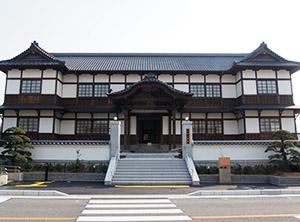 日本最古の木造和風の議事堂