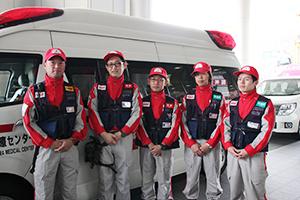 出発するDMATの5人(日赤和歌山医療センター)