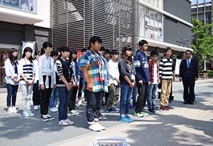 カナダに出発した訪問団の生徒ら