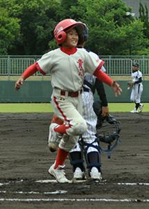 2回、先制の本塁打を放った後藤選手(貴志)