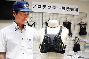 「手軽なプロテクターが増えています」と松本警部