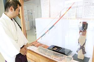 伝統の工芸技法が施された神宝