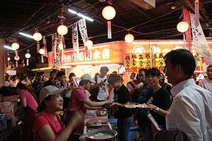 人気の台湾グルメに長蛇の列